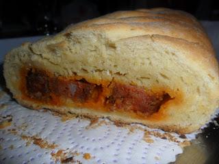 Pan relleno de chorizo.