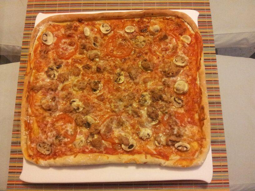 Receta de Pizza experimental de jamón, atún y champiñones con Thermomix®