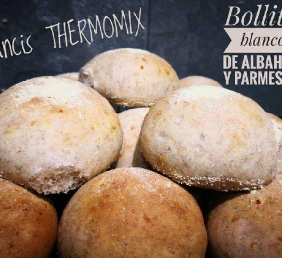 BOLLITOS BLANCOS DE ALBAHACA Y PARMESANO