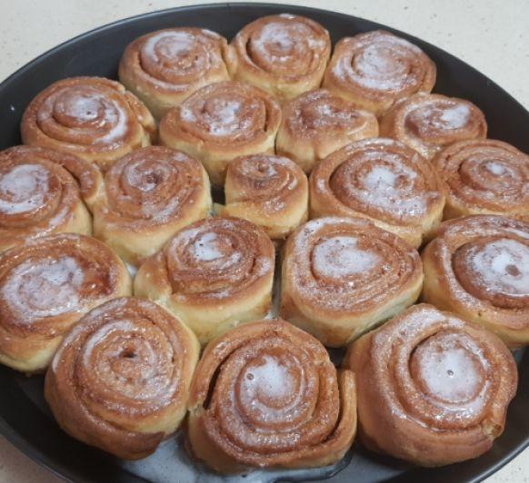 Cinnamons rolls/ rollos de canela